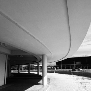 Curves and lines 📸 Universidade de Aveiro www.ceciliafernandezfotografia.com . . . . . . . . • • • 🏙 #fromstreetwithlove #toptags #life_is_street #toptags #ig_shutterbugs #worldstreetphotography #photoobserve #streetphoto #loves_street #streetlife #street_photo_club #streetleaks #streetphotography #ig_streetphotography #blackandwhitephotography #worldstreetfeature #street_storytelling #streetselect #capturestreets #ourstreets #streetsgrammer #wearethestreet #street_focus_on #everybodystreet #lensculturestreets #streetdreamsmag #storyofthestreet #street #universidadedeaveiro